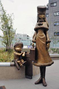 999 statue