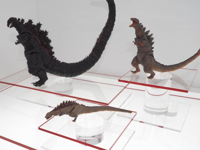 monsterarts-shin-godzilla-together